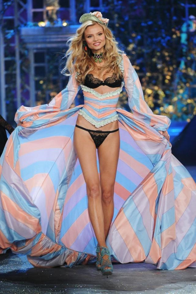 Показ Victoria's Secret 2012
