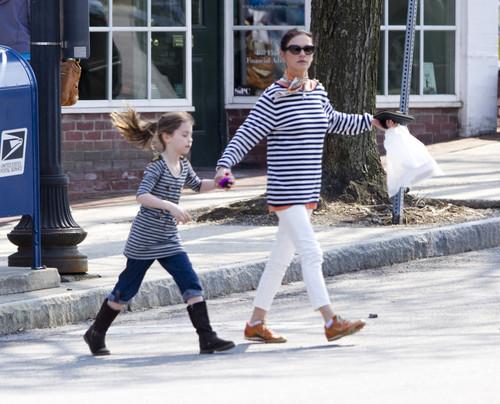 Кэтрин Зета Джонс и ее дочь