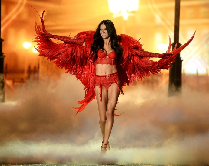 Показ Victoria's Secret Fashion Show 2013.