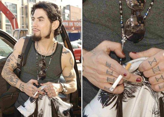 Мужчины с накрашенными ногтями