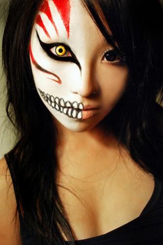 Монстр на поллица на Хэллоуин
