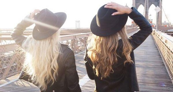 Фетровая шляпа с полями