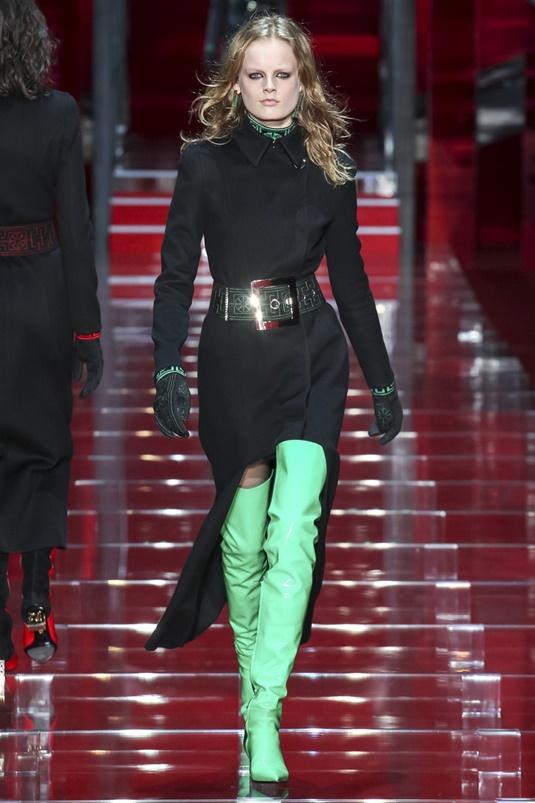 Зеленые лаковые сапоги-чулки