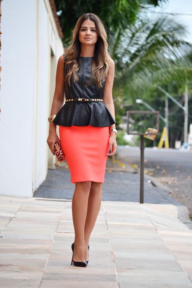 Юбка-карандаш и блузка с баской