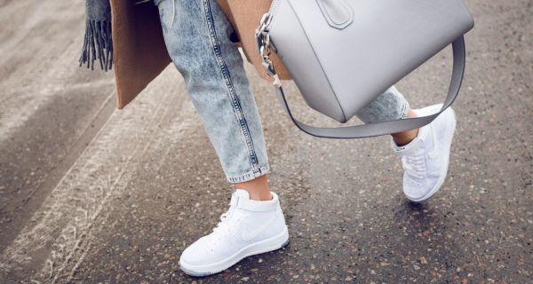 Как и с чем носить белые кроссовки осенью 2016