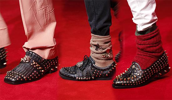 Мужские туфли с шипами и заклепками