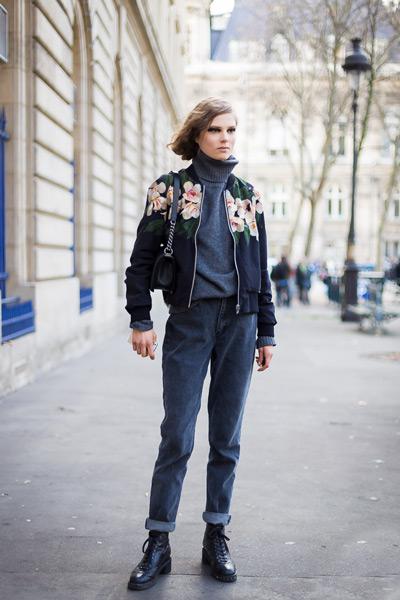 Джинсы с высокой талией свитер и куртка