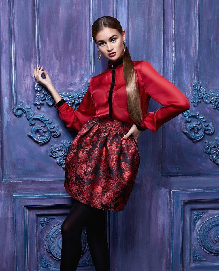 Красная юбка-бочонок