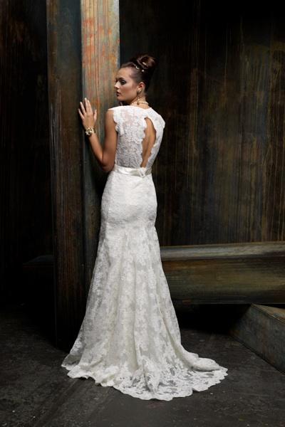 Свадебное кружевное платье с открытой спиной