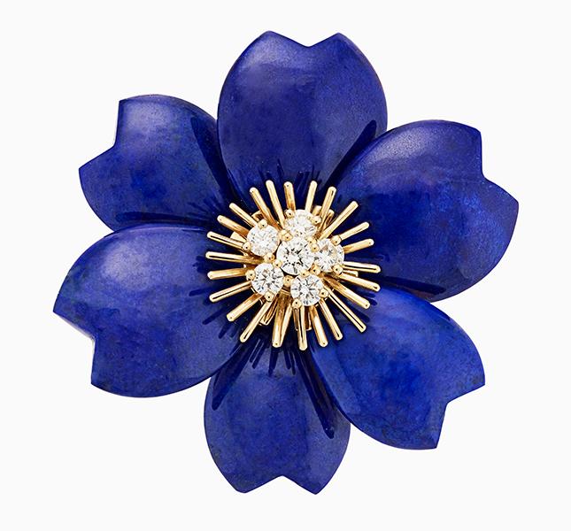 Брошь с синим цветком
