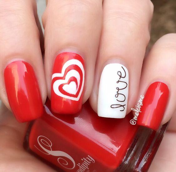 Красный маникюр Love