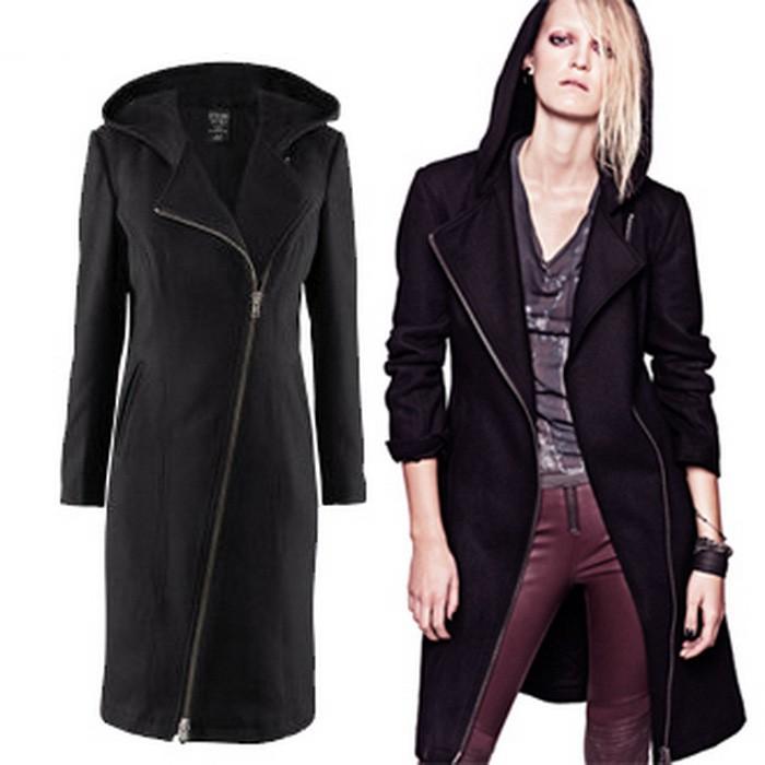 Черное женское пальто с капюшоном