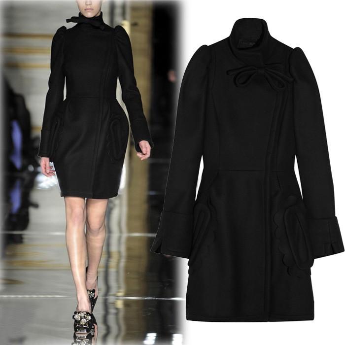 Черное пальто со стоячим воротником