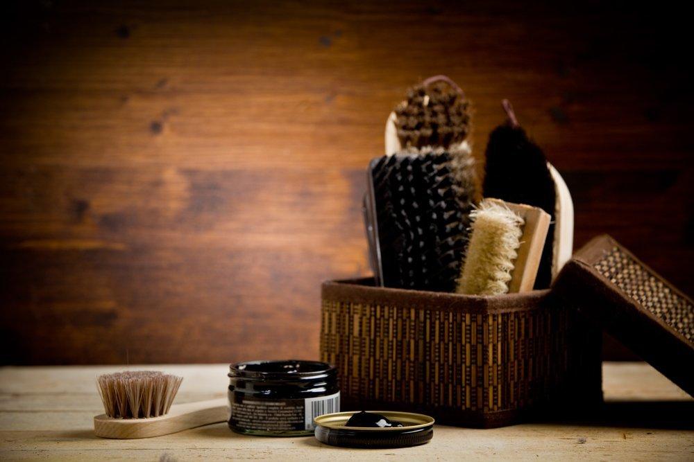 Косметика и инструменты по уходу за кожаной обувью