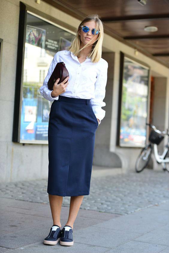 Кеды с юбкой карандаш и белой рубашкой