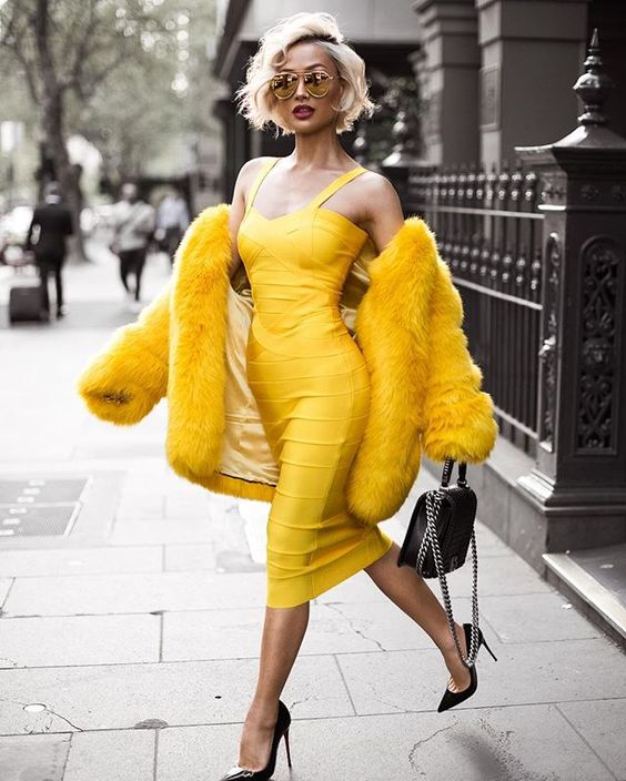 Желтая шуба и платье