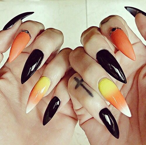 Оранжевый маникюр к Хэллоуину