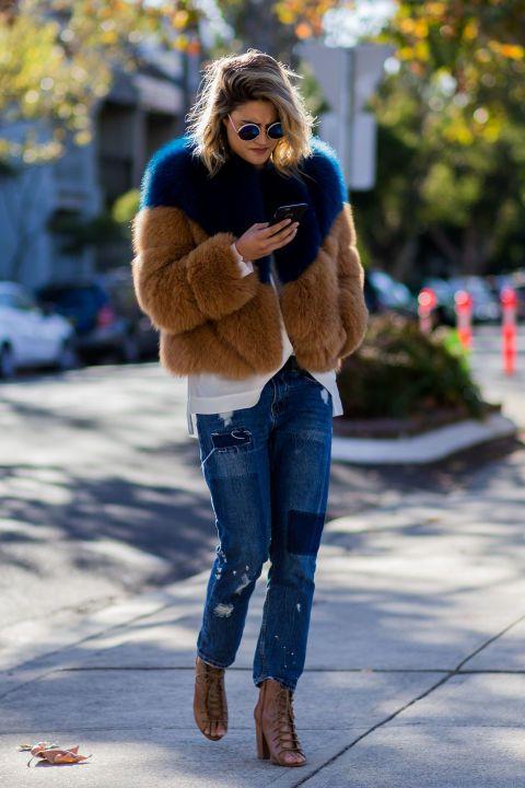 Как носить шубу с джинсами