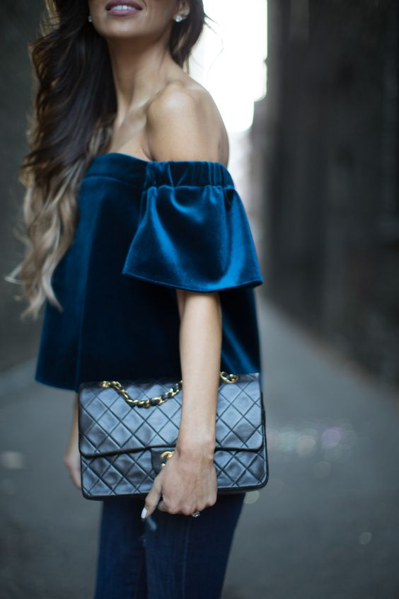 Синяя блузка из вельвета