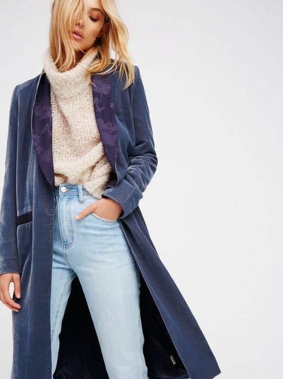 Синее женское пальто из вельвета