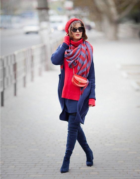 Осенний образ с красным беретом и синим пальто