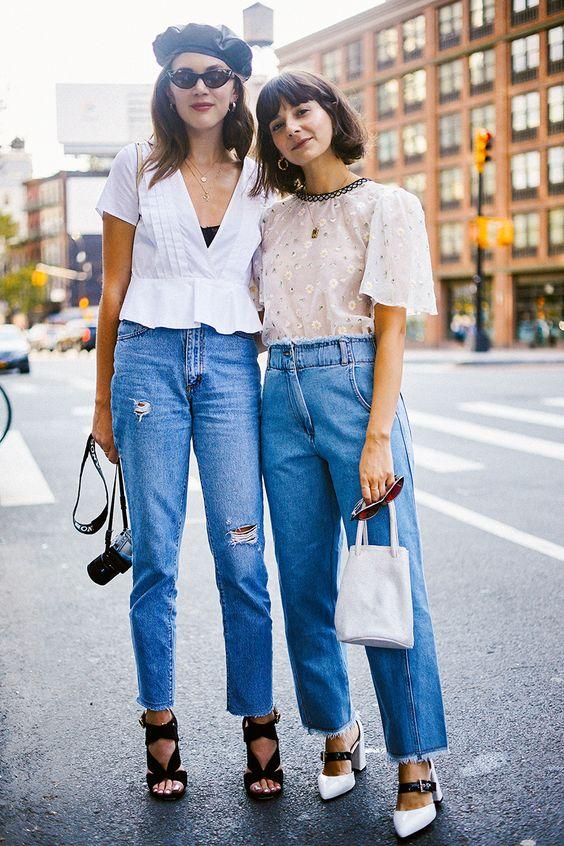 Образ с джинсами и кожаным беретом