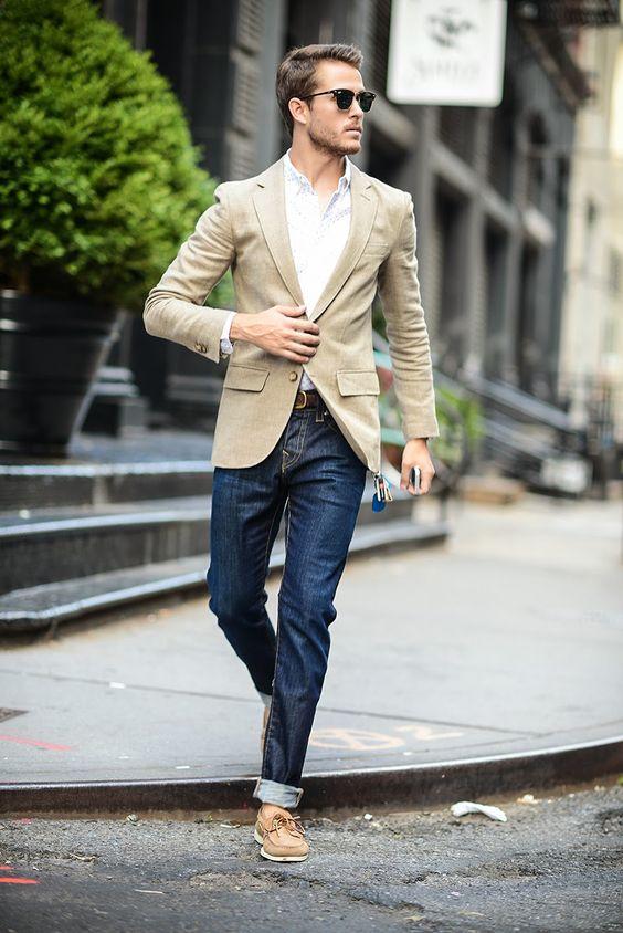 Бежевый пиджак с джинсами