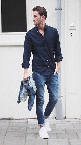 Мужская синяя рубашка с джинсами