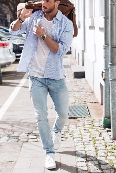 Как носить джинсы с голубой рубашкой