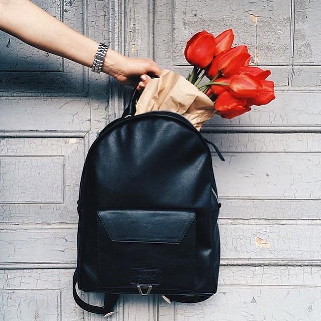 Черный женский рюкзак из натуральной кожи