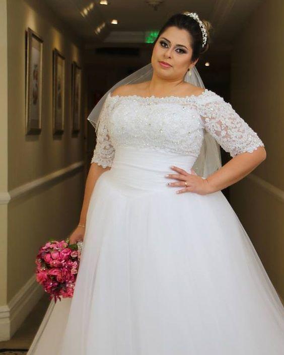 Свадебное платье с широким вырезом  для полных