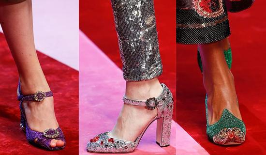 Туфли на ремешке с камнями и пайетками