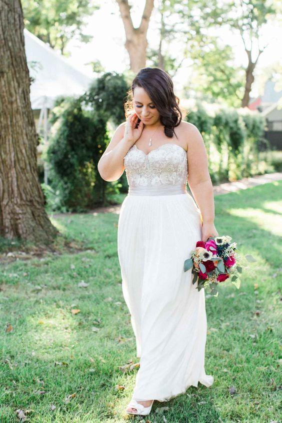 Свадебное платье с открытым лифом большого размера