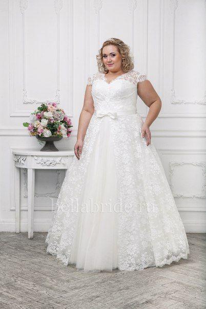 Свадебное платье с короткими кружевными рукавами для полных