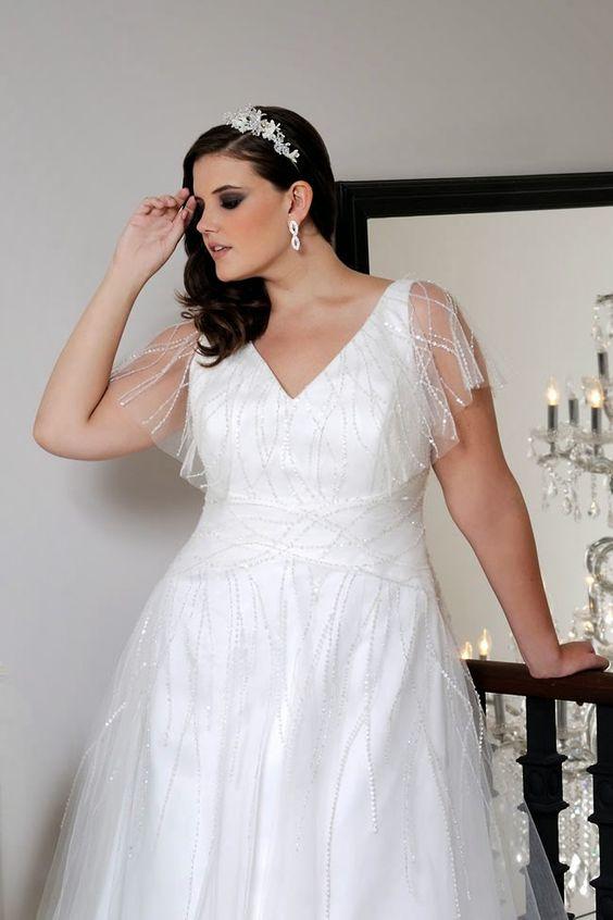 Свадебное платье с оборками на бретельках