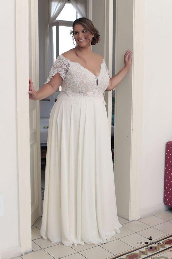 Свадебное платье с открытым декольте большого размера