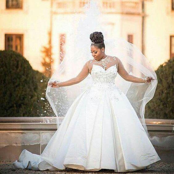 Свадебное платье без рукавов большого размера