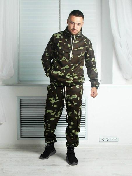 Мужской камуфляжный спортивный костюм