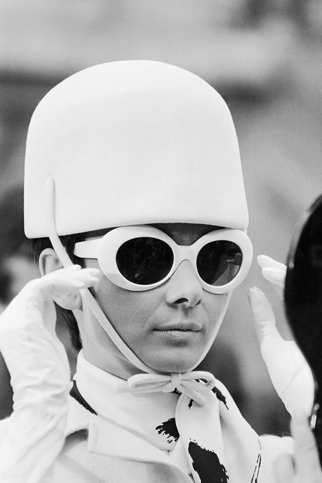 Белые овальные очки