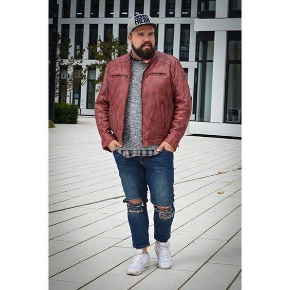 Розовая мужская куртка