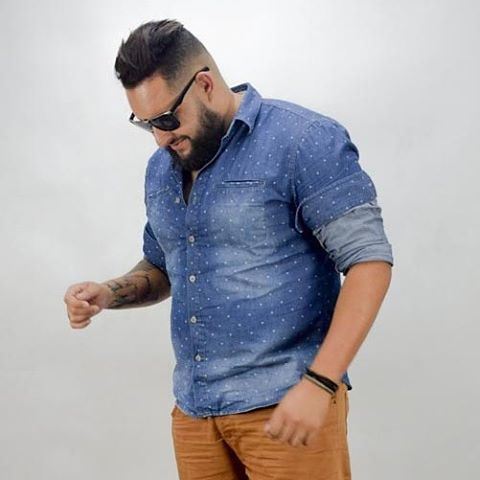 Модные мужские джинсовые рубашки
