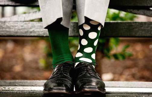 Зеленые носки в горошек