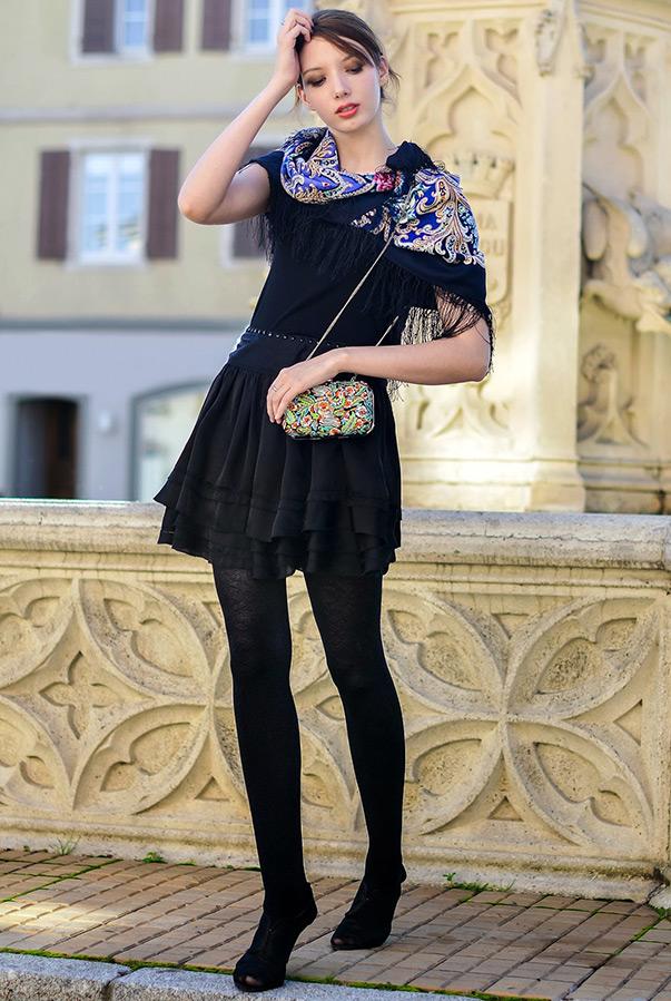 Пвлопасадский платок с платьем