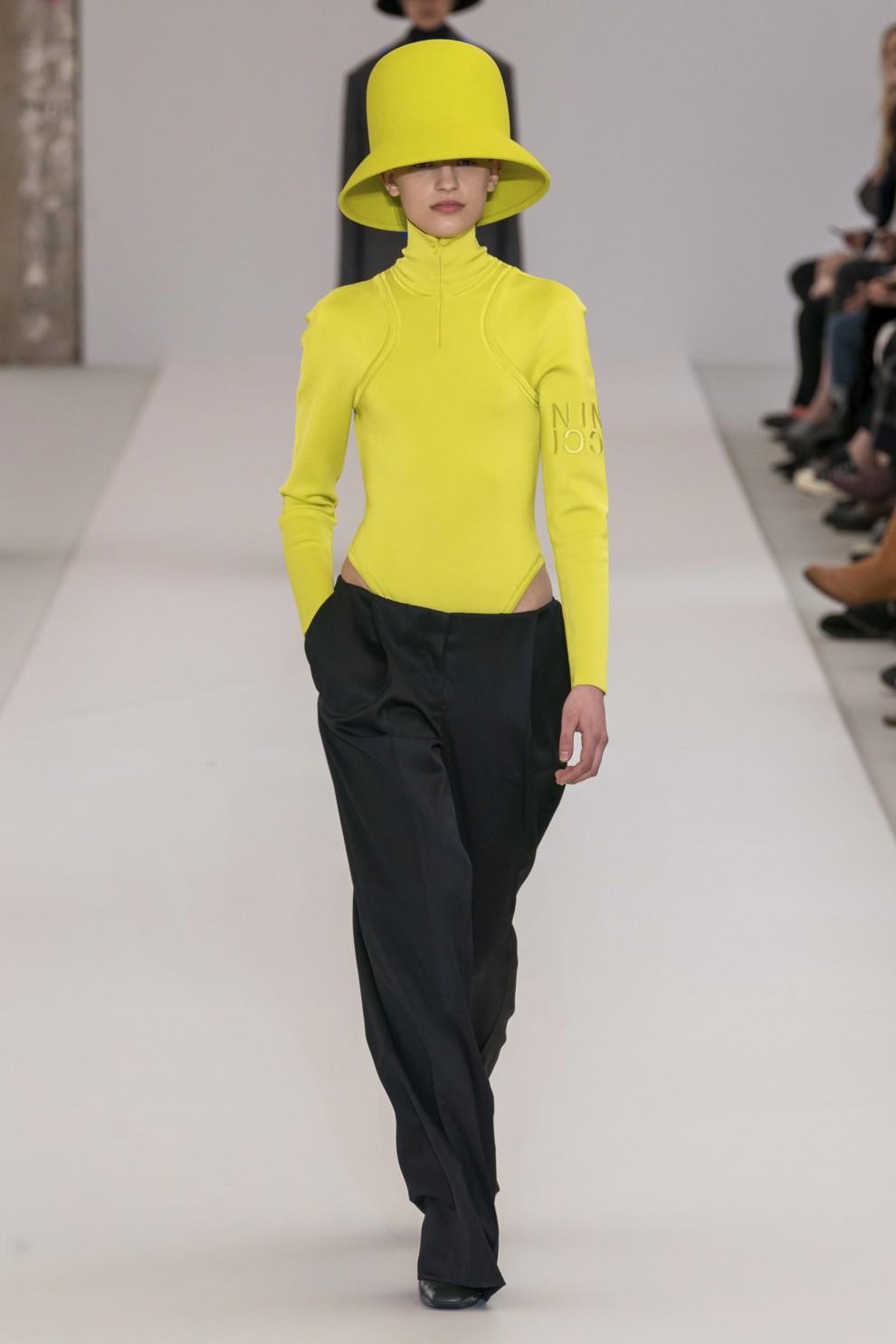 Желтая блузка Nina Ricci